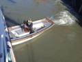 7-Vår-tenderbåt-trycker-ut-stäven-från-kaj_950-pixels