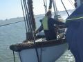 8-Tenderbåt-med-besättning-tas-ombord_950-pixels